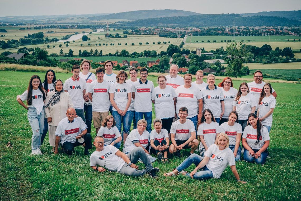 Zeda Group Unternehmen Teamfoto